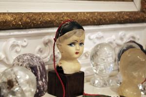 Det første dukkehodet Marianne Heske kjøpte i Paris i 1971. Foto: Anne Marthe Dyvi