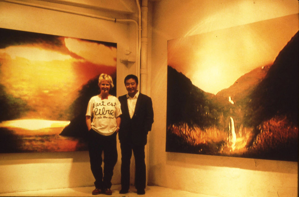 Marianne Heske og Nam June Paik i lokalene til Galerie J&J Donguy i Paris 1984, under hennes separatutstilling der