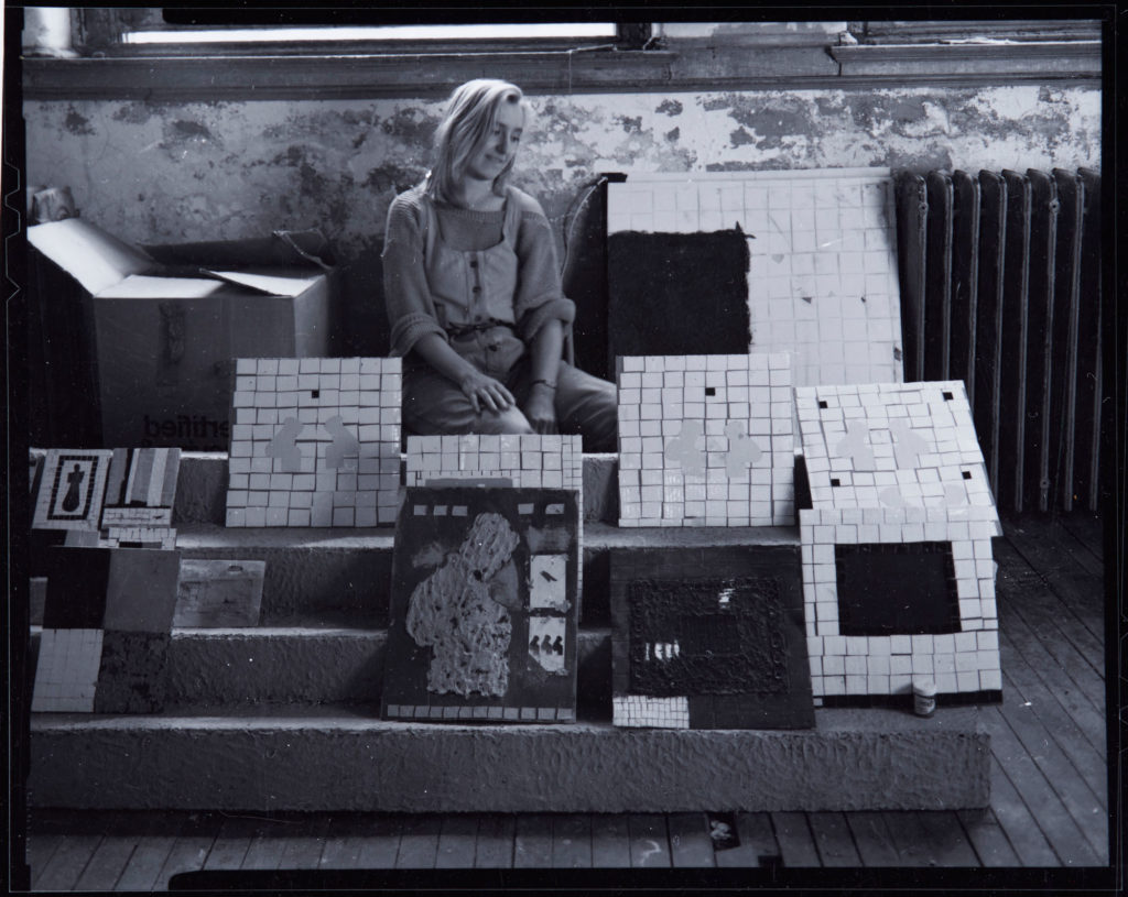 Inghild Karlsen i sitt studio i New York, 1984. Foto: Paul Paiewonsky