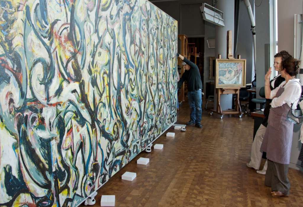 Jackson Pollock ankommer Getty Conservation Institute for restaurering. Foto: J. Paul Getty Trust