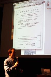 Jon Ippolito foran sertifikatet til Sol Lewitts Wall Drawing 146. Foto: Ketil Nergaard